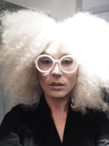 Conchita Wurst già s'è fatta bionda (imitando Madonna). Primo step verso la conquista del regno del pop.